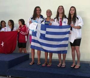 Comen Cup 2015, 4Χ100 Ελεύθερο Παγκορασίδων, δεξιά η Γεωργία Παπαγιάννη της Κ.Ε. Κοζάνης