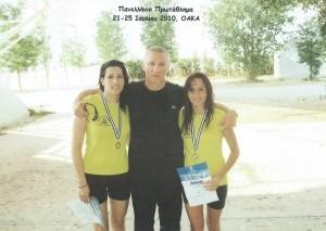 Πανελλήνιο 2010 Ποσειδώνας Ανθούσα Αναστασίου (χάλκινο 800μ Νεανίδων), Αλεξάντερ Κράβτσουκ (προπονητής), Ραφαηλία Χοροζίδου (αργυρό 100μ και 200μ Πρόσθιο ΠΚ-Β)